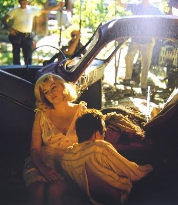 Marilyn_monroe,_montgomery_clift,_on_set_of_the_misfits,_nevada_1961_(eve_arnold)
